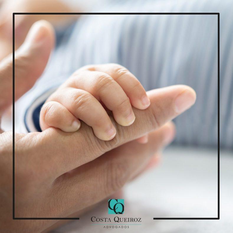 Mulher deve indenizar ex-companheiro por falsa atribuição de paternidade